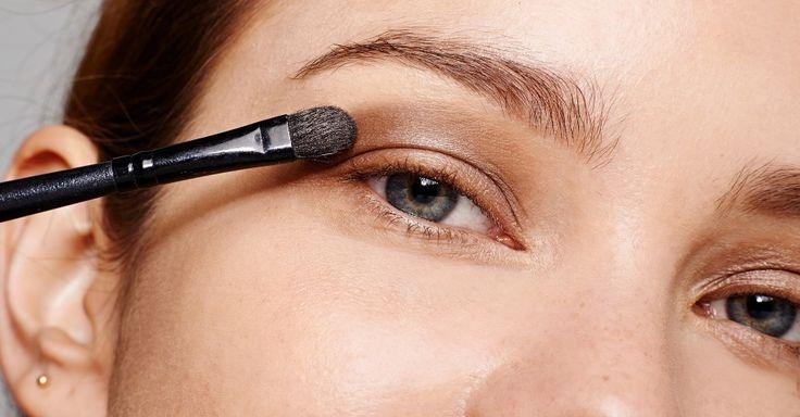 Fixadores de sombra e truques certeiros ajudam make dos olhos durar mais