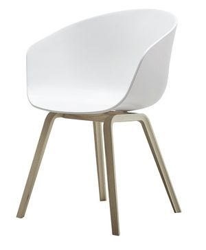 About A Chair er designet av Hee Welling for Hay AAC 22/23 - Wood base/with armrest Skall: Hvit Polypropylene Ramme: Eik W:50 x D:59 x H:46/80 cm.  Nyyyyydelig! Vil ha fire! Veil. 1899,-
