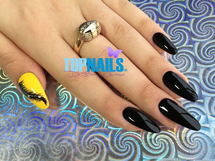 Uñas Acrílicas con esmalte tradicional, decorado y cristales swarovski. Hazte Fans o Me Gusta  en https://www.facebook.com/topnails.cl   www.topnails.cl ☎94243426, saludos Beatriz