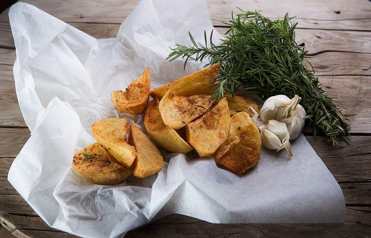 Πατάτες φούρνου με σκόρδο και δεντρολίβανο