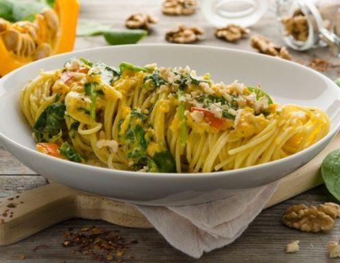 Spaghetti mit Kürbis, Walnüssen und Blattspinat Rezept