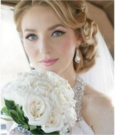 Nevěsta s krásně zvýrazněnýma očima aneb pomněnky v hlavní roli.