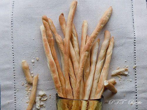 Grissini fatti in casa! Una ricetta da provare.  #ricetta #grissini #stuzzichini #recipe #italianfood #italianrecipe #PTTRicette