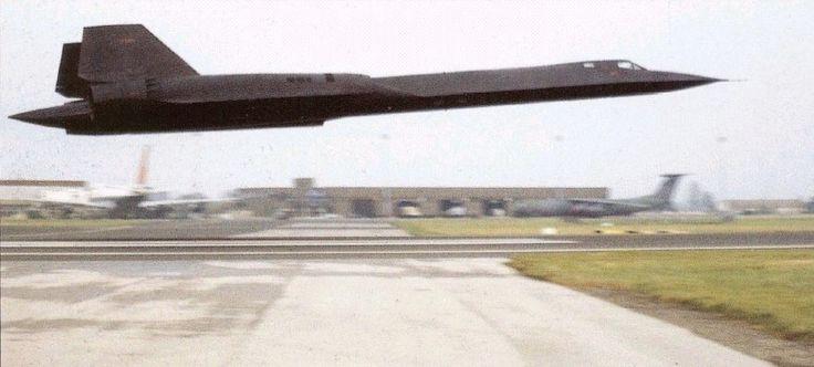 USAF Lockheed SR-71 Blackbird - like I've never seen one before.