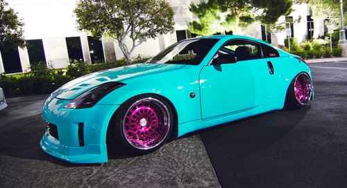Love the colors, and obv the fact that its a 350z <3