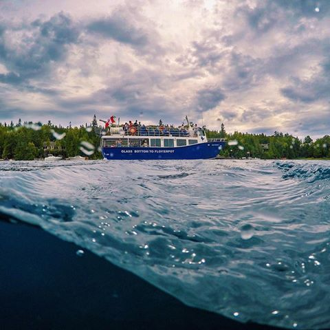 The @blueheronco Glass Bottom to Flowerpot, smooth sailing through a churning Big Tub Harbour ⛴⚓️💦