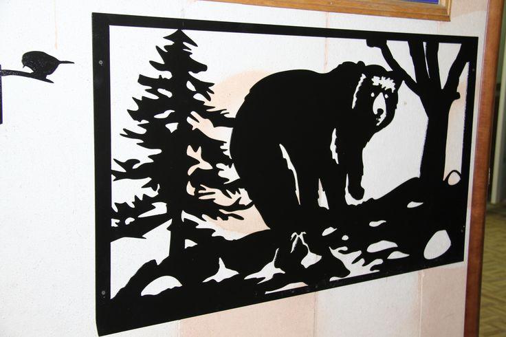 Картина мишка в лесу. Художественная плазменная резка. Сталь 2 мм.