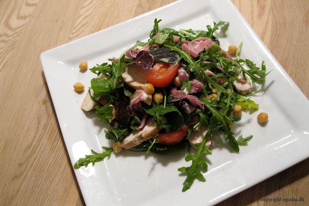 EGOSHE.dk - En madblog med South Beach opskrifter og andet godt...: Salat med kylling, kikærter og parmaskinke