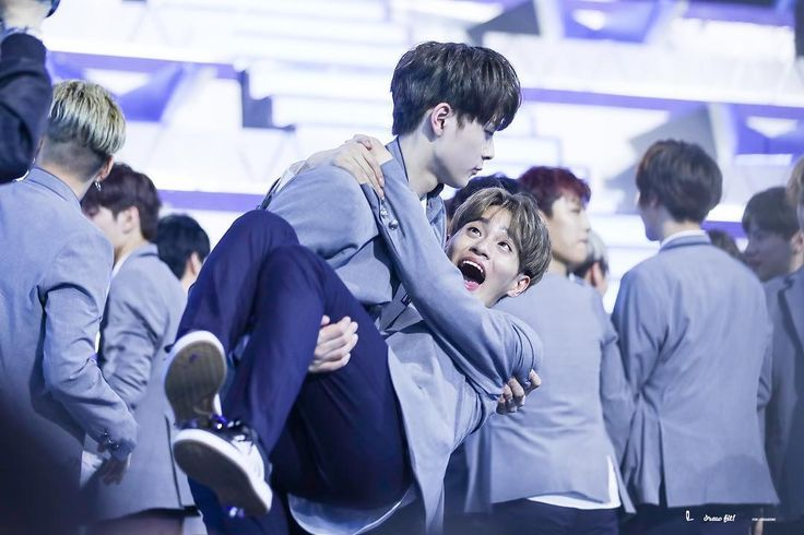 "833 Likes, 4 Comments - WANNA-ONE 워너원 LEE DAEHWI 이대휘 (@wannaonedaehwii) on Instagram: ""Seonho looks like he was going to die from daehwi hehe~ he was bending his back so much ㅋㅋㅋㅋㅋ -…"""
