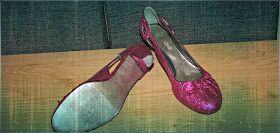 Crea Bea Mama: Zelf glitter schoenen maken! Zool zilver met nagellak