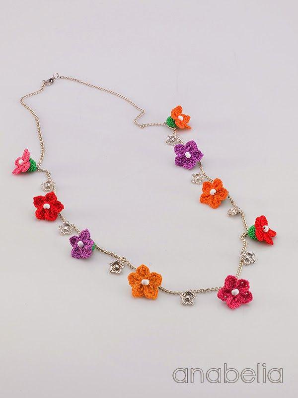 Tiny flowers crochet necklace by Anabelia