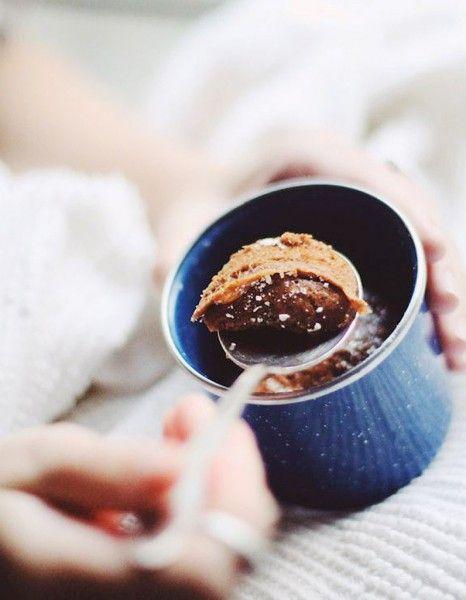 Pour les gourmandes souvent trop pressées, des idées de gâteaux à réussir en un temps record au micro-ondes. Pomme, cacao, Nutella, amande… Petit florilège d'une sélection de douceurs repérées sur Pinterest, préparées en 2 minutes au micro-ondes. Prêtes à y plonger votre cuillère ? http://www.elle.fr/Elle-a-Table/Les-dossiers-de-la-redaction/Dossier-de-la-redac/gateau-micro-onde