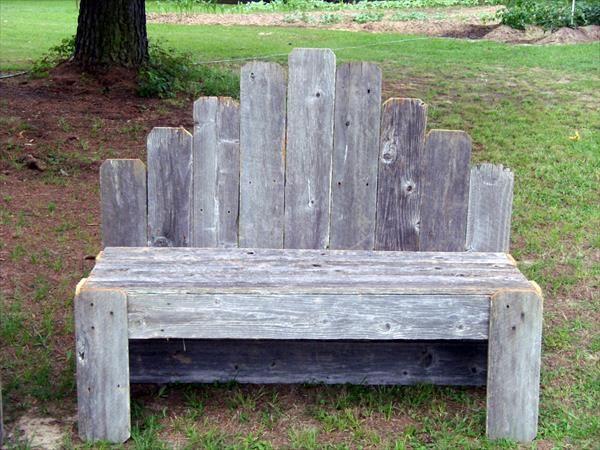 Gorgeous DIY Pallet Garden Bench