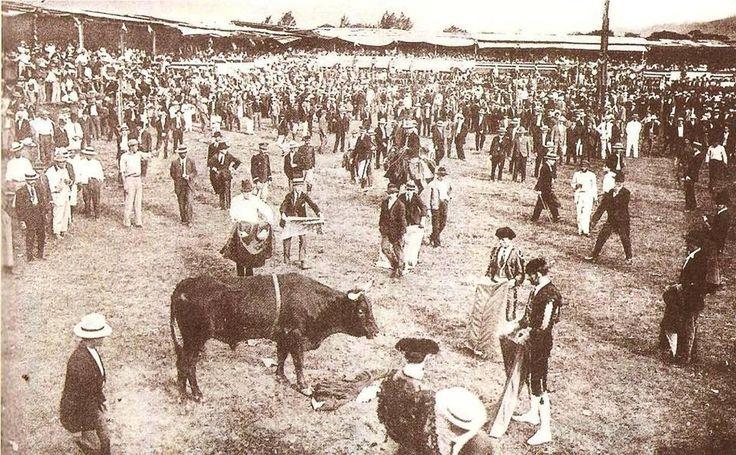 Resultado de imagen para fotos antiguas de corridas de toros en costa rica