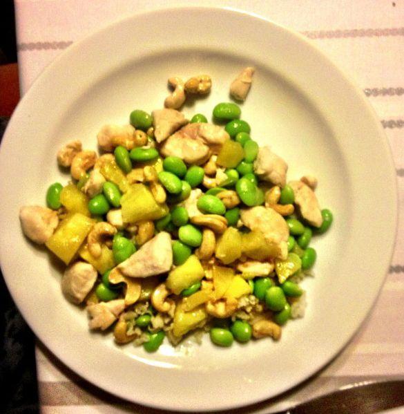 Lækker opskrift - Arndal - kylling, ananas, edamame og cashew