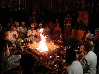 Agnihotra (agni means fire, hotra means healing) is an ancient fire ritual from India. Agnihotra purifies the atmosphere. It protects you from pollution, physical and mental. Plants love it and it is well known to be good in agriculture. Agni Hotra Fire Ceremony in Bali