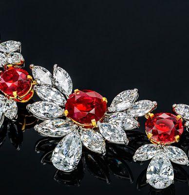 Ювелирные Новости сети: Faidee последнего шедевра составляет $35 млн 'Гранд-Феникс' Рубиновое ожерелье