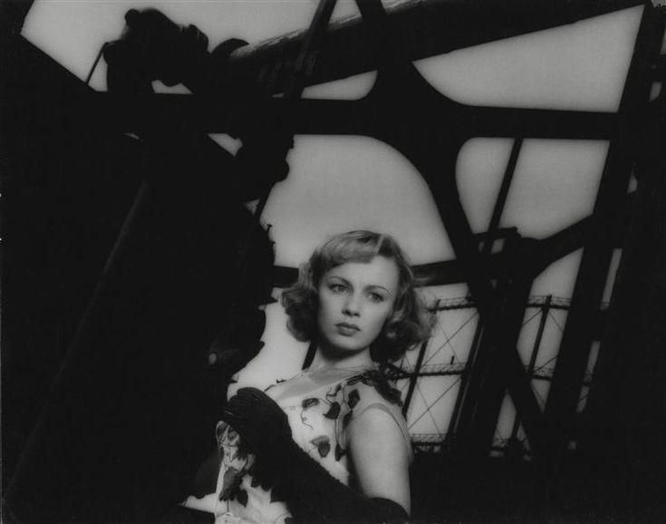 """Dany Robin dans """"La Fête à Henriette"""", film de Julien Duvivier, Roger Corbeau Charenton-le-Pont, Médiathèque de l'Architecture et du Patrimoine"""