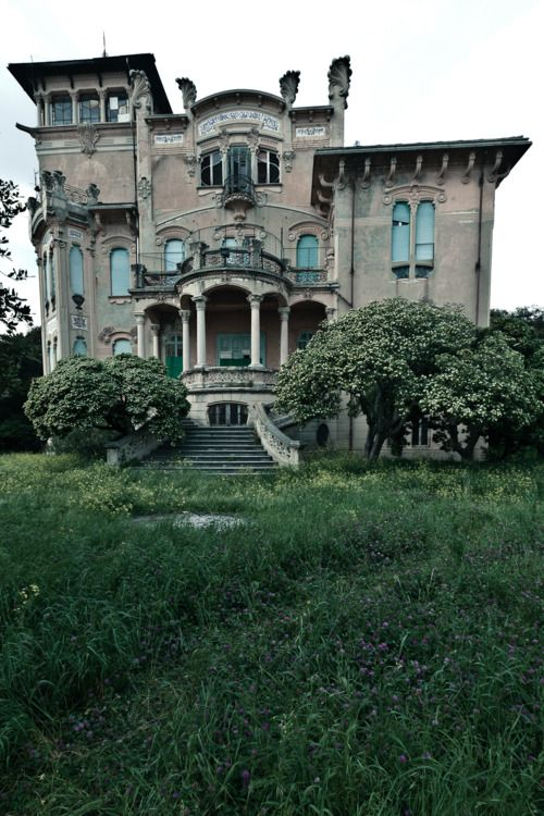 WOW: Villas Zanelli, Dreams Houses, Dreams Home, Art Nouveau, Built In, Haunted Houses, Old Houses, Abandoned Houses, La Villa