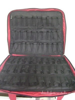 Bolsa para esmaltes, cabem até 120 frascos.