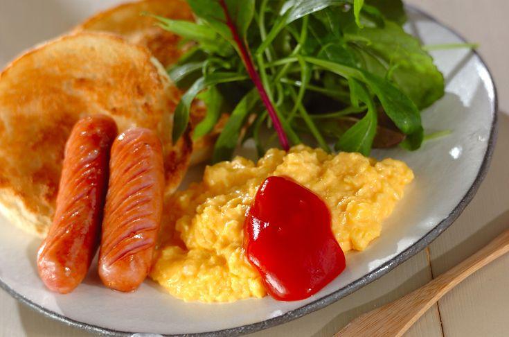 まるでホテルの朝食みたい!?マヨネーズを加えるのがポイント。とろとろスクランブルエッグ[洋食/焼きもの、オーブン料理]2012.04.09公開のレシピです。
