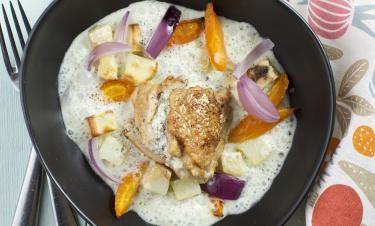 Färskostfylld kyckling med sötsyrlig dillsås och rostade rotfrukter