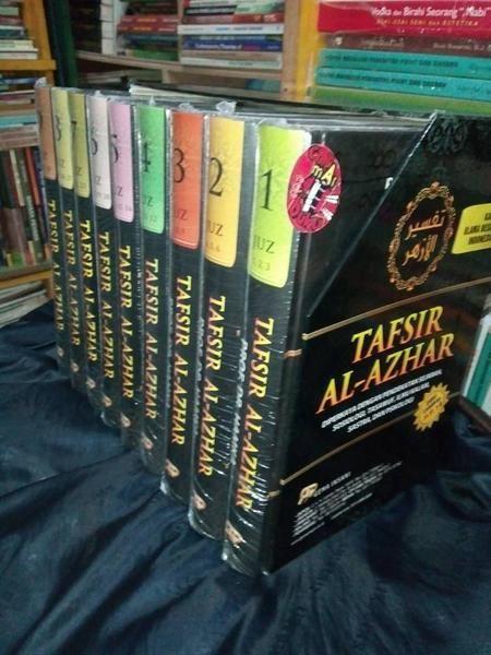 Judul Buku: Tafsir Al Azhar  1 Set: 9 Jilid Buku Penulis: Prof. Dr. Hamka (Buya Hamka) Penerbit: Gema Insani  Tafsir al-Azhar adalah hasil karya terbesar dari ulama ternama yaitu Prof. Dr. HAMKA.   Dalam penyusunan Tafsir al Azhar Buya HAMKA menggunakan metode tahlili (analitis) tafsir Al-Quran dengan Al-Quran tafsir Al-Quran dengan hadits pendapat sahabat dan tabiin tafsir dengan tafsir muktabar penggunaan syair menggunakan analisis bilmatsur menganalisis dengan kemampuan analisis sendiri…