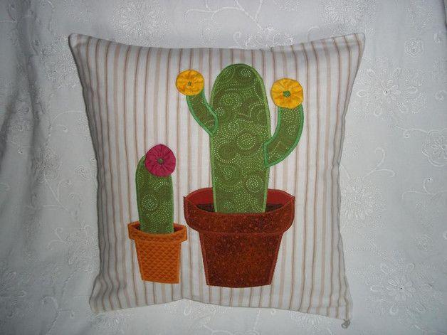 Sofakissen mit appliziertem Kaktus und Stoffrosette als Blüte http://de.dawanda.com/shop/sonnenlicht