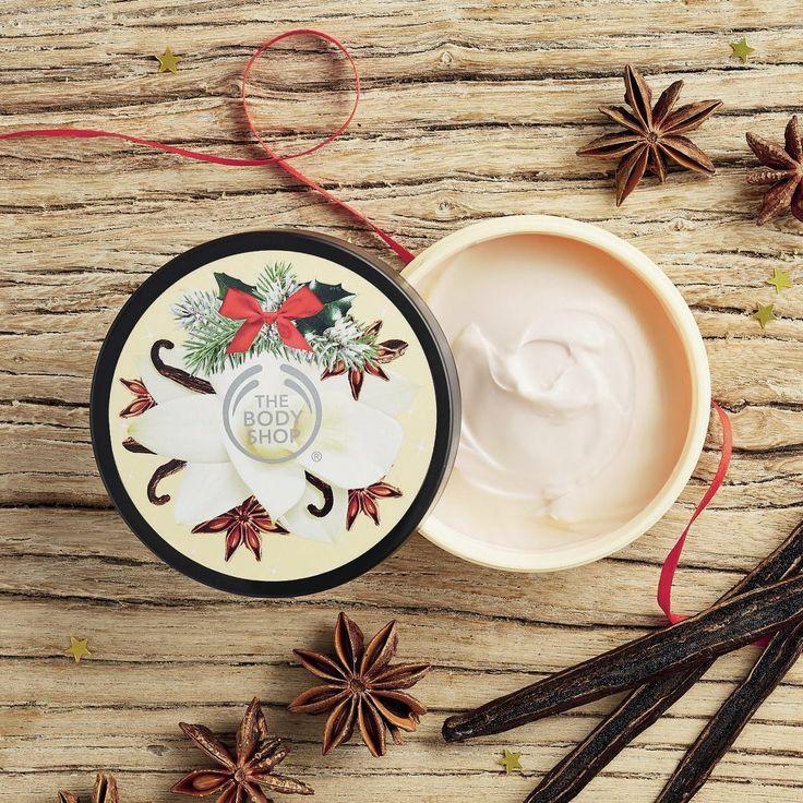 Comme tous les ans, la jolie marque So british The Body Shop nous a concocté une bien belle sélection de Noël : parfums gourmands, textures fondantes, packagings originaux, prix tout doux, difficile de résister à la tentation et de ne pas craquer pour les collections d'hiver Spiced Apple, Vanilla Chaï et Frosted Berries.  Chacune de #TheBodyShopVoyage !
