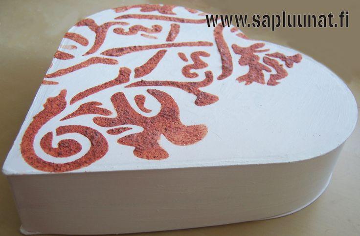 don't throw away Fazer Geisha chockolate box! :) look at craft picts @ http://www.sapluunat.fi/graphics_blog/1900-luvun-ponttouuni
