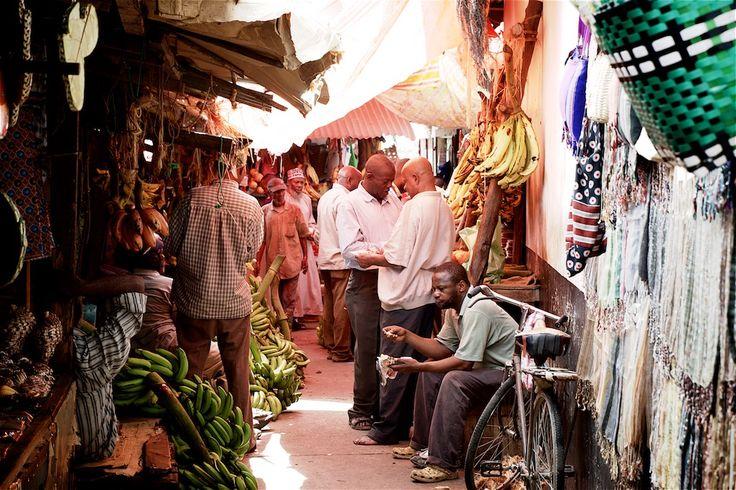 Det er som at træde ind i en tidslomme, når du bevæger dig rundt i Zanzibars gamle by. Stone Town er en smeltedigel af kulturer og har myldrende markeder, arabiske paladser og labyrintiske gader, hvor hundrede års historie bliver vakt til live. Her får du vores tips til, hvad du kan opleve i byen. Da …