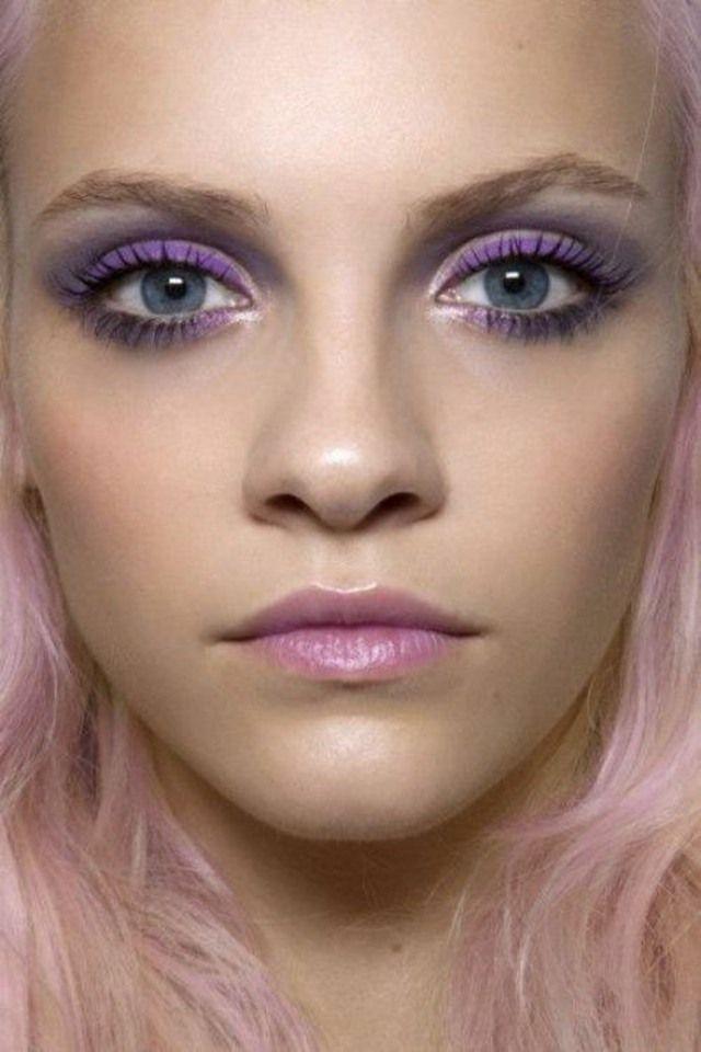Maquillage originale pour les yeux bleu vert