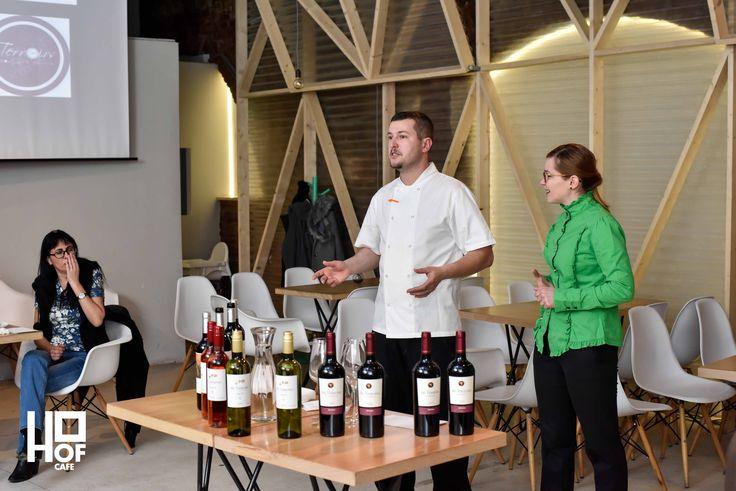 Data 01.02.2017. Eveniment Wiine and Dine and listen to music. Continuăm seria degustărilor cu o combinație inedită de vin, preparate culinare și bună dispoziție. Pe fundal muzică asortată la o seară de miercuri petrecută în companii selecte.