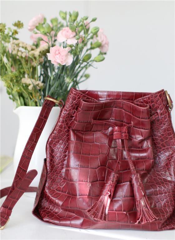 Trendig väska från Zara på Tradera.com - Axelremsväskor i läderimitation