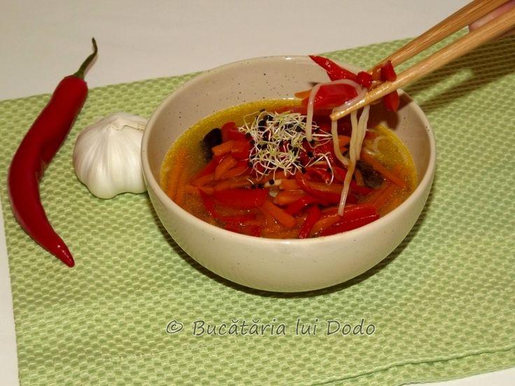 Supă asiatică de pui