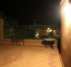 モロッコ砂漠の中のホテルの階テラス 四駆に乗り換えて約分の砂漠を疾走後ホテルに到着 ヤスミナ ホテル メルズーガ雲一つない満天の夜空が最高の贈り物格安ツアーでこれだけのホテルは特筆もの  http://ift.tt/27KBGoK  #バンガロー #砂漠 #ベランダ #ツアー #モロッコ #海外旅行 tags[海外]