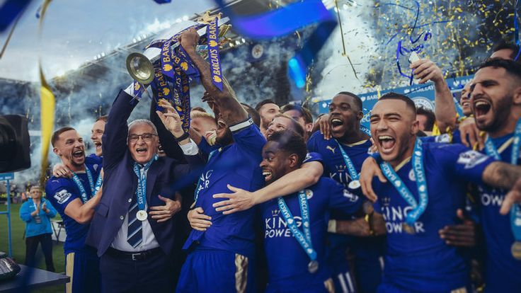 Claudio Ranieri and his players celebrate with the Premier League trophy