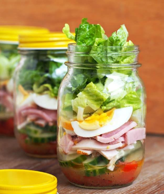 Chef Salad In A Jar | Healthy Salad In A Jar Recipes | https://homemaderecipes.com/salad-jar-recipes-healthy/