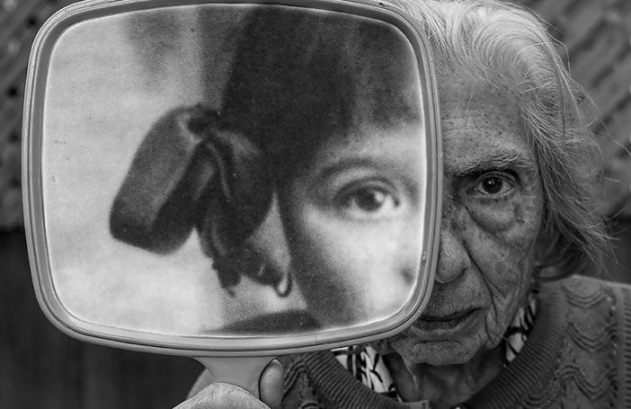 91-jarige moeder voelt zich weer even jong door de prachtige foto's die haar zoon maakt