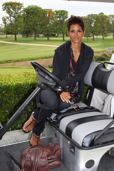 Halle Berry Photos - Halle Berry attends the Halle Berry celebrity golf classic with Grey Goose at Wilshire Country Club on April 18, 2011 in Los Angeles, California. - Halle Berry Celebrity Golf Classic With Grey Goose