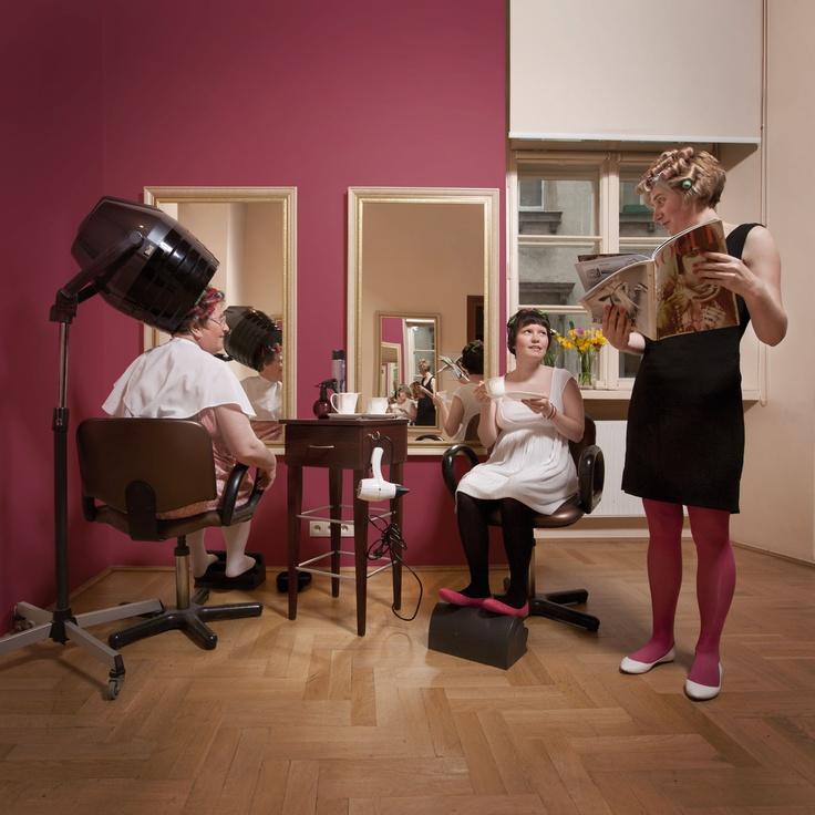 Oto Bogusia, Karina i Urszula.   Bogusława nieustannie troszczy się o innych, Karina uwielbia dobry makijaż, a Ula jest aktorką Teatru Radwanek, w którym uwielbia grać!