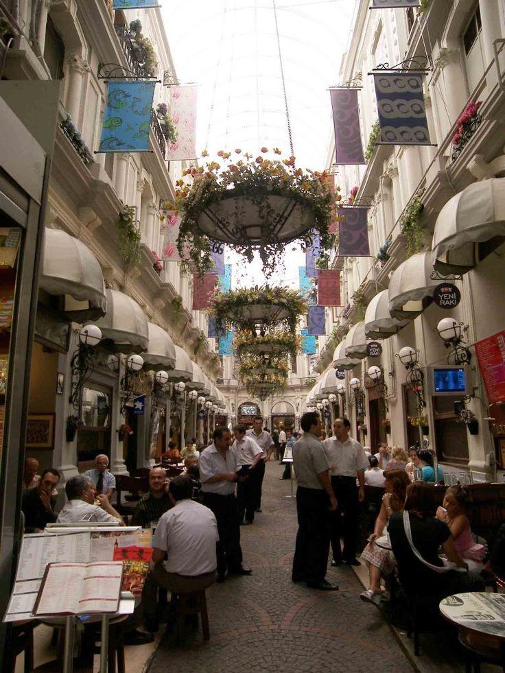 Istanbul / Beyoglu - Cicek Pasaji