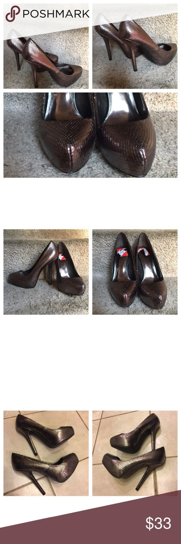 """Fertile Bunny pumps Bronze Shoes 👠 Preowned Fergie Bunny Pump Bronze Women's shoes 👠. Size 7M with about 5"""" Heel. Like new and in great condition. No tag, no original 📦, no hold, no modeling,  and no Trade. Fergie Shoes Heels"""