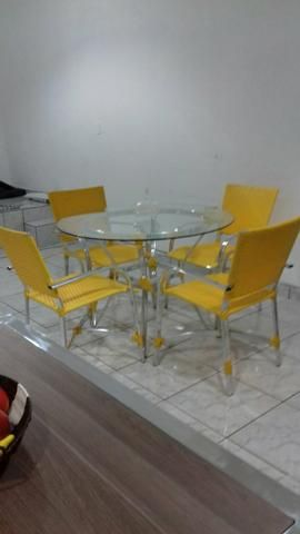 Jogo de mesa em aluminio e fibra sintetica
