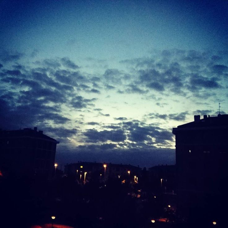 #laquietedopolatempesta #buonanotte #igers #milanocity #milano2016 #bluesky #milanogram2016 #clouds #igersmilano #milano #instagood #instasky #amazing #milanodavedere #vivomilano #picoftheday #photooftheday #tempouggioso #nature #31maggio #ombrello #rain #piove #estatedovesei #arrivalapioggia #landscape #sky #blu #sole by laru1982