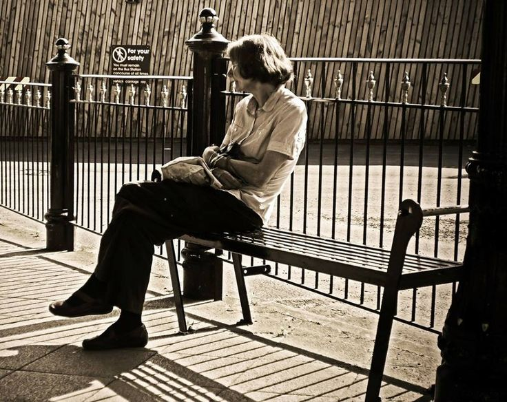 """don Tonino, Vescovo  """"Santa Maria, donna dell'attesa,  conforta il dolore delle madri per i loro figli che,  usciti un giorno di casa,  non ci sono tornati mai più,  perché travolti dalla tempesta del mare  o perché travolti dalle tempeste della vita""""."""