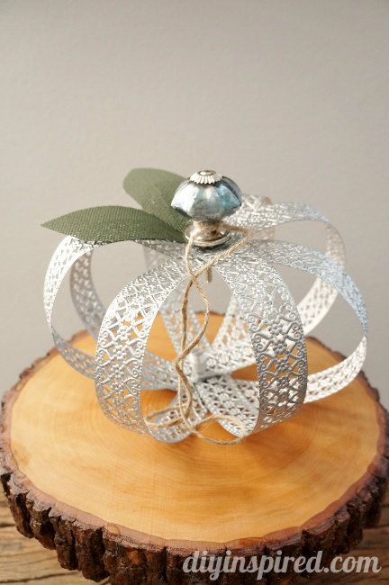Upcycled Metal Pumpkin Tutorial - made with metal decorative ribbon and a drawer knob. #repurposed