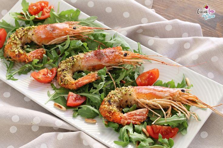 I Gamberoni con panure di pistacchi e paprika è una ricetta sfiziosissima raffinata e di gran gusto e se vi dico che è velocissima da fare ci credete?