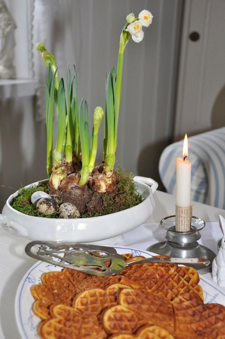 """Table setting, Norwegian """"vafler"""""""