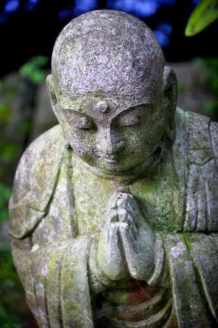 Tudo flui de maneira contínua no Universo. Por isso acredite:dar e receber são atitudes exemplares para quem quer garantir a maia das trocas em vida abundante. C. Chopra.